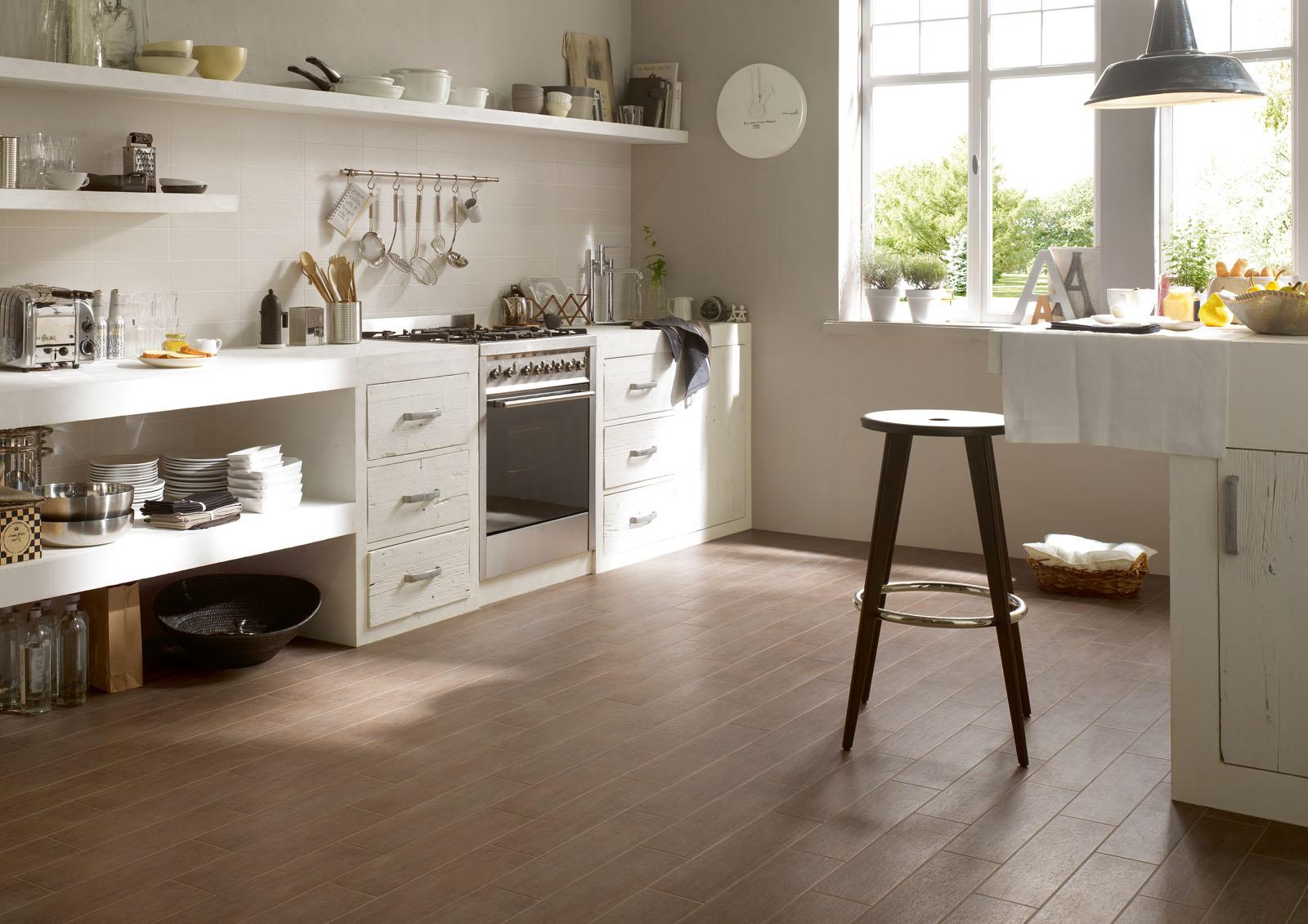 Pannelli di rivestimento pareti cucina effetto legno - Dipingere cucina legno ...